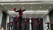 上海戏剧学院《东北秧歌》,俏皮又好看,如果和北京舞蹈学院比呢