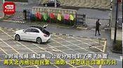 【放下口罩开车就走 [赞]】1月28日,杭州萧山区多个派出所、消防大队、环卫工人陆续收到了一辆白色奔驰送来的口罩,男子放下口罩后不说话掉头就...