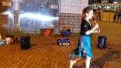 内地姑娘疯狂舞动《相思的债》,精彩的扭舞闪耀香港街头