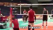 中国女排适应性训练,安家杰随行很抢眼,朱婷自带光芒成焦点