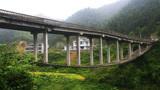 中国最奇怪的桥梁,设计师是什么学历?网友:图纸拿反了吧?