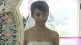 女孩要和男友领结婚证,姐姐非让她穿婚纱去,一出门男友眼睛直了