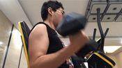 手臂训练,哑铃弯举,7.5公斤20次。(中间休息了5秒)最后真的力竭了)