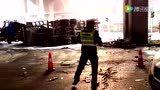 【拍客】郑州水泥罐车与货车相撞致1死3伤