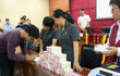 福建漳州中院发放过亿元执行案款 36名工人终领拖欠4年工资