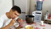 农村小伙随便做了一顿饭,居然有这么多菜,最后还是鸭子最好吃!