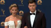 斯嘉丽约翰逊和男友科林乔斯特亮相第70届艾美奖
