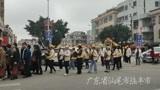 广东汕尾的丧葬很是奢华,数千人在街头浩浩荡荡送行,白事真隆重