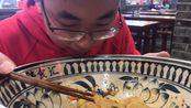 山东一家特色陕西面馆,大碗超级大,18元一碗,你肯定没吃过!