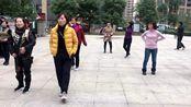 流行大小广场的懒人散步舞,每天坚持10分钟,燃脂暴汗快速瘦身