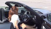 日本女人驾驶马自达MX-5上山了