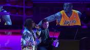c u again 2020.2.1.NBA常规赛湖人队主场赛 中场休息现场唱响see you again 场边球员观众低头缅怀巨星陨落