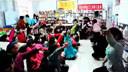 河南省郑州市的流动儿童免费在草根公益机构若木书院学习、看书、上公益课堂