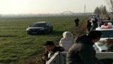 长安车主被婚车堵了路,一气之下,从麦地里绕行!