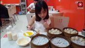 大胃王密子君早餐吃五笼40个小龙汤包+4瓶豆浆+4碗汤, 吃瓜群众已看呆