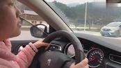 女司机开车真猛,这种技术左右不分,驾驶证买回来的吗?