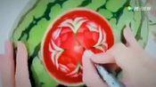 单手切西瓜不算啥,看看达人在西瓜上面雕刻这样的,舍不得吃