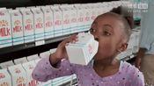 国外一个牛奶广告:回到未来 蝴蝶效应 黑洞频率,最后被妈妈笑出声!