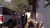 美国阿拉斯加警察对付持枪扰民的壮汉