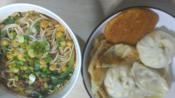 【甜啦吃播】N线小镇能吃到的早餐(杂酱米线+小包子+酱香饼+蒸饺)------全部翻车