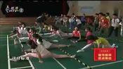 小学体育课设置劈叉考试项目,女生轻松劈叉无压力,男生:有点疼