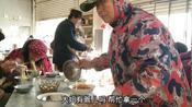 湖北襄阳:农村面馆生意太好,捡碗阿姨这眼神是真辛苦了?