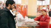 巴铁来天津旅游,品尝当地特色小吃麻花,一根22块4贵吗?