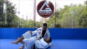 Aprenda uma raspagem da meia-guarda no Jiu-Jitsu com Diogo Almeida