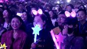 唐嫣现身查理·普斯上海演唱会,戴粉色头饰被认出,女神也追星!