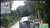 劫持人质冲卡欲出境 警方强攻击毙一名嫌犯