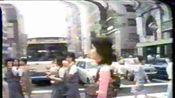 邓丽君1976年穿着旗袍步行在东京街头
