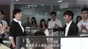 经理让女孩介绍学历,意在嘲笑她没资格上班,可女孩的回答太霸气