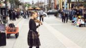 美国萌妹子 Karolina Protsenko 街头表演 Lil Nas X 热单《Old Town Road》