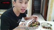快餐的香菇滑鸡饭吃得多了,小伙花14块钱自己做,盖着饭吃真过瘾