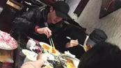 明星在外吃饭,为啥一定要撕账单?赵丽颖和冯绍峰亲身经历告诉你