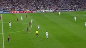 2011年,梅西单挑皇马防线,布教授笑纳世纪助攻。
