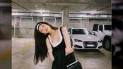 """宋妍霏真是天生的""""衣服架子"""",穿背心配吊带裙,黑白色简约大气"""