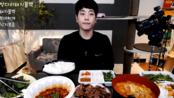 【韩国吃播】(1080P)阿CAN小哥吃(料理)秘制虾仁炒饭 + 双桥烤猪肉 烧猪肉&部队汤&辣炒章鱼套餐 + LT三种西瓜棒冰