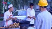 范伟嫌弃早点摊,油条炸老了!他亲身示范,如何炸出好吃的油条!