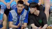 我要打篮球:邓伦现场教林书豪说普通话,林书豪:我太难了!