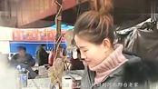 河北24岁女孩,以前曾是空姐,如今靠开小吃店来抚养孩子!