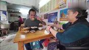 老外享受中式早餐,没想到饺子包子都有,再一次被中国早餐征服了