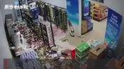 【古巴7.7级地震引发海啸预警,事发监控:货架上物品全部摔碎】据中国地震台网正式测定,北京时间1月29日3时10分在古巴南部海域发生7.7级...
