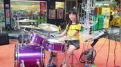 街头小女孩架子鼓演奏曾惜歌曲《讲真的》动听-经典老歌-七彩开心童年