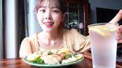 【BINEE】韩国女生/身体介绍结束了>尼斯披萨>吃着甜甜圈>麻辣烫>锅包肉>鲜柠檬奶油虾和朋友度过的一天日常VLOG