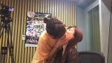 【AKB】日知名女团成员竟当众舌吻 吓坏旁边三岁女婴(塔诺&房东&托姆 9.29 推特)