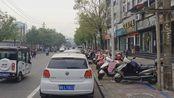 吃遍许昌:春秋广场小面馆,只卖油泼面,酸、辣、麻,筋道过瘾
