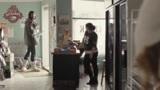 冰城访客:女主逛超市,男人出去与女主打招呼