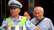 72岁老人开车被交警拦下,驾驶证上的几个大字,却让交警不淡定了