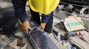 学历不高的民工小闫,小马轻松制做出变型桥架,全靠经验。